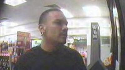 Fotografía del sospechoso tomada por la cámara de seguridad.