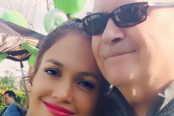 La cantante también compartió esta foto junto a su papá.