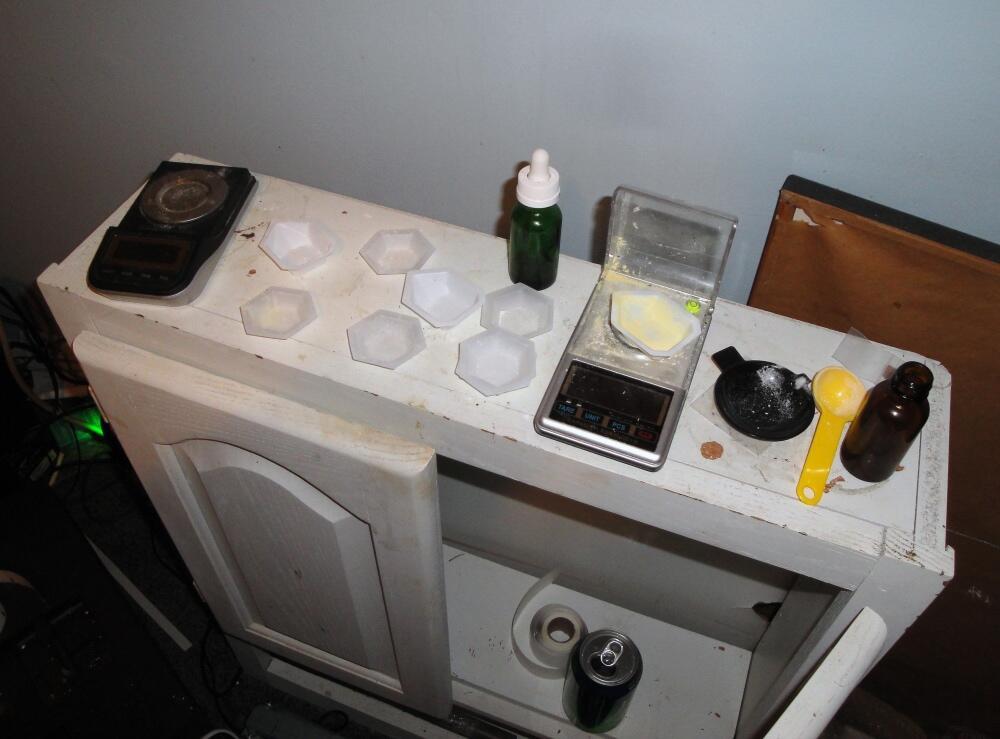 """""""Mesa de corte"""" del fentanilo en una laboratorio casero."""