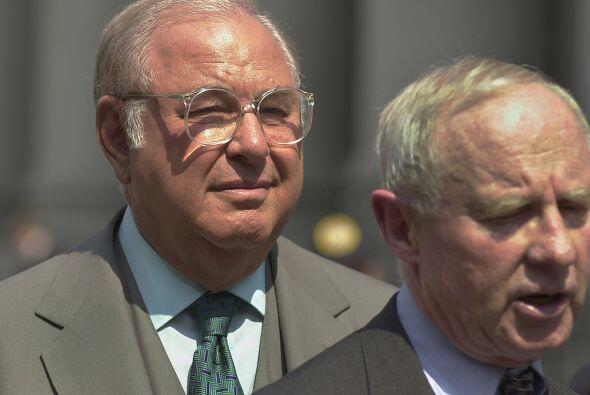 Alfred Taubman  Delito: El ex presidente de Sotherby's y magnate de cent...