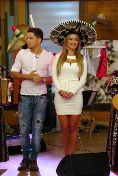 Ximena no dudó en ponerse el típico sombrero de charro, pues el poco tie...