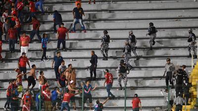 Las fotos de la terrible pelea que se vivió en la tribuna tras el Veracruz vs. Tigres