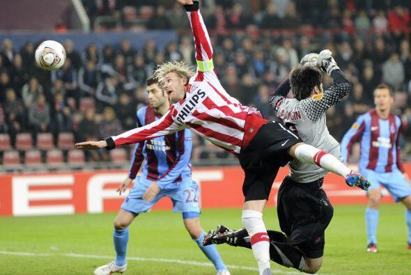 El PSV holandés despachó con una goleada al Trabzonspor de 4 a 1...dejó...