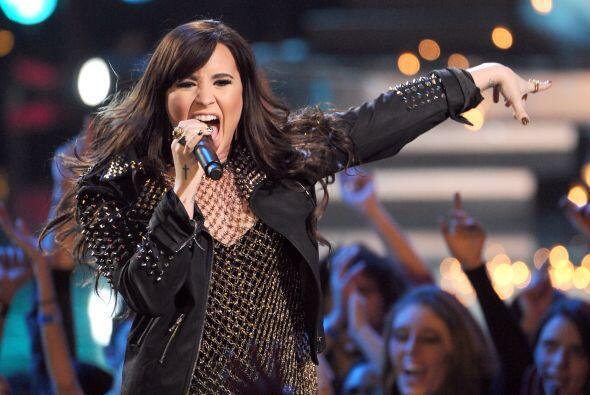 Demi Lovato inició el año luciendo una cabellera castaña.