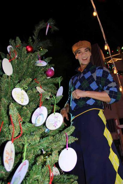 2.- Y si el árbol quieres decorar...  La temporada de navidad en...