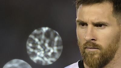 Messi le dijo 'linduras' al juez de línea ante Chile y será suspendido un juego