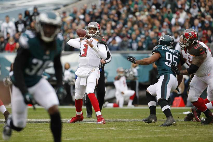 Jameis Winston empató la marca para novato con cinco pases de touchdown...