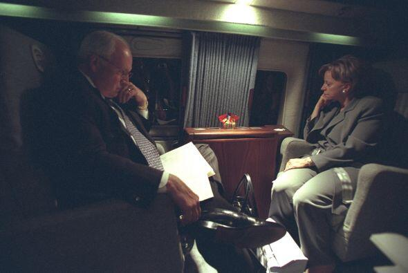 Los Cheney vuelan hacia Camp David. (Imagen del Archivo Nacional de EEUU).