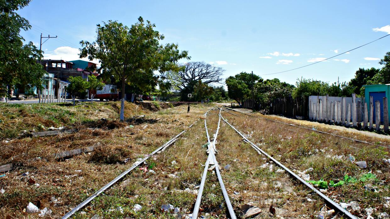 Las vias de La Bestia, ahora abandonadas en Arriaga, Mexico