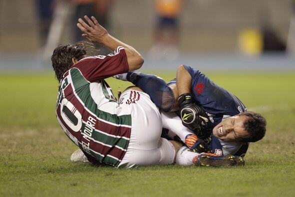 El 'Flu' luchó hasta demás, incluso Rafael Moura tuvo un fuerte choque c...