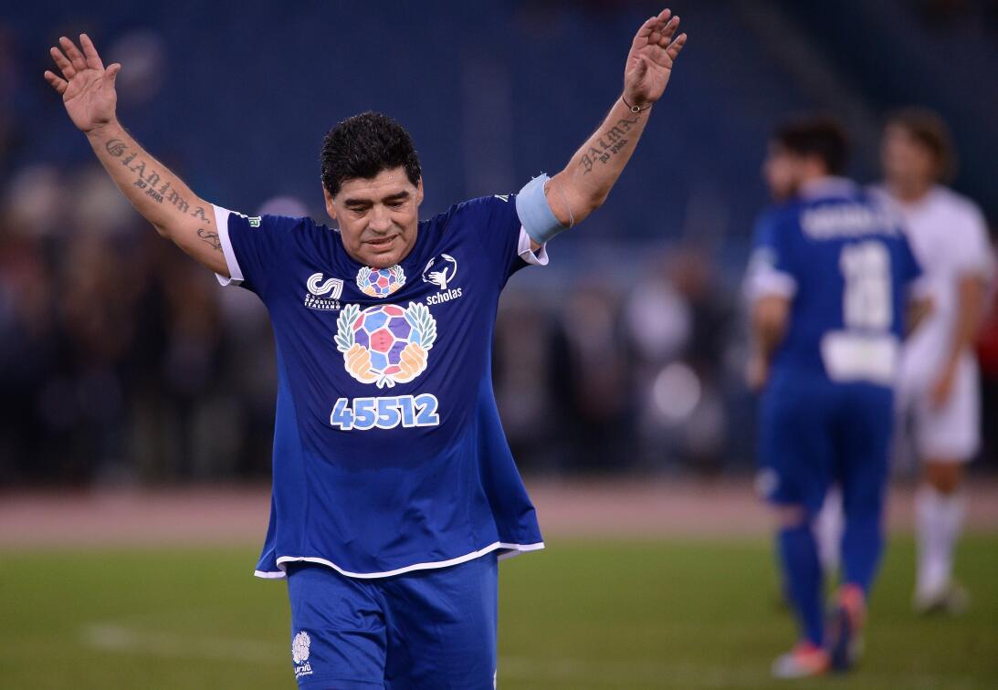 Diego Maradona y su show en el 'Partido por la paz' GettyImages-61418753...