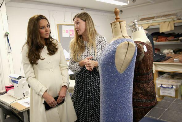 Kate quedó fascinada con los hermosos vestidos.