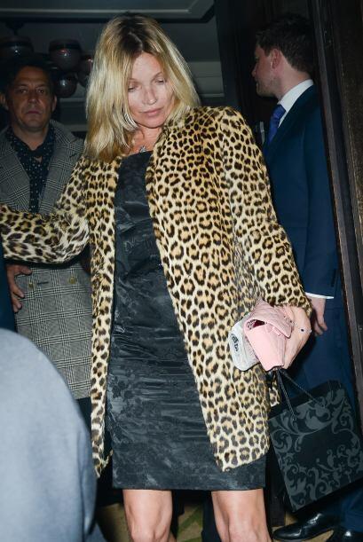 Así terminó Kate Moss su cumpleaños 40.Mira aquí los videos más chismosos.