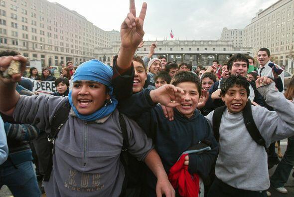 La primera gran manifestación contra la dictadura fue el 11 de mayo de 1...