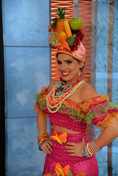 Andrea lució espectacular con un sombrero frutal y el acento brasileiro...