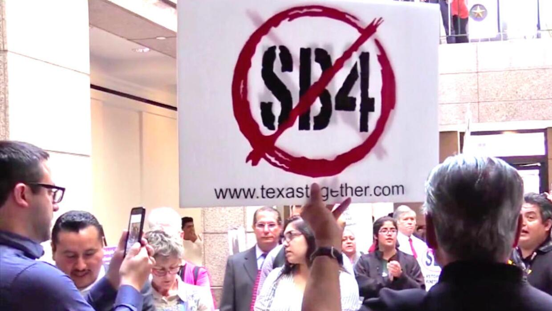 La aprobación de la ley SB4 preocupó a miles de indocument...