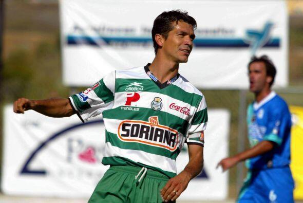 Jared Borgetti ocupa el segundo puesto del top 10 con 41 goles, el delan...