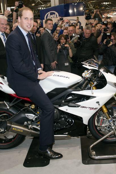 Y unos días atrás, lo vimos montado sobre una motocicleta. Mira aquí los...