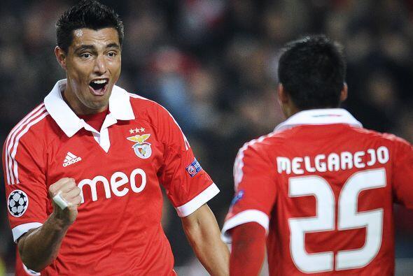 Benfica no deja de pelear por un boleto a octavos de final y superó al S...