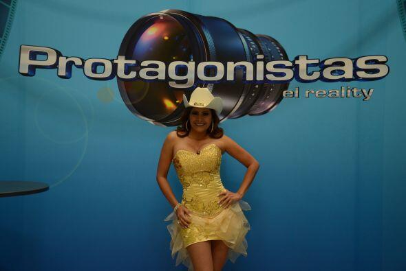 La cantante mexicana llegó de sorpresa al teatro con su banda.