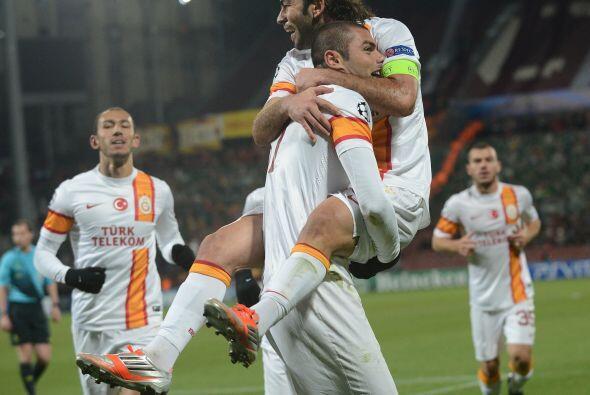 Galatasaray aprovechó el olfato goleador de Burak Yilmaz, que con un tri...