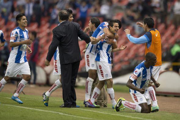 Una de las revelaciones del torneo fue el debutante Hirving Rodrigo Loza...