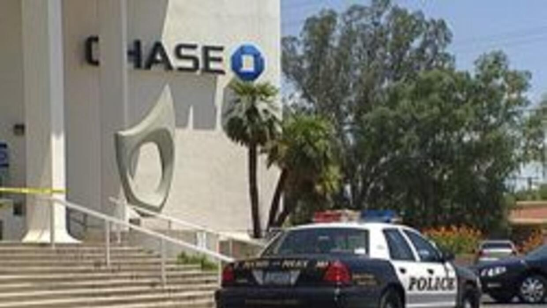 Policia de Tucson al lado del banco