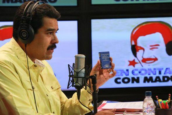 El presidente venezolano Nicolás Maduro, durante su programa radial retr...