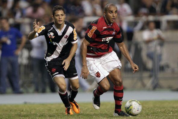 Por el Flamengo convirtieron Renato, Fernando y Thiago Neves, mientras q...