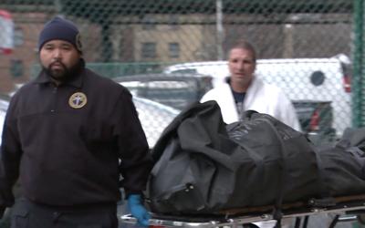 Cuatro miembros de una familia hallados muertos dentro de un apartamento...
