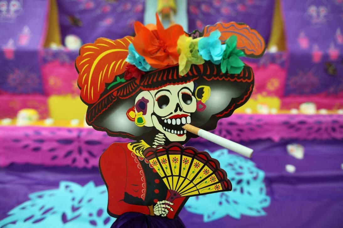 ¿Cómo hacer un altar para el Día de Muertos? GettyImages-92483591_catrin...