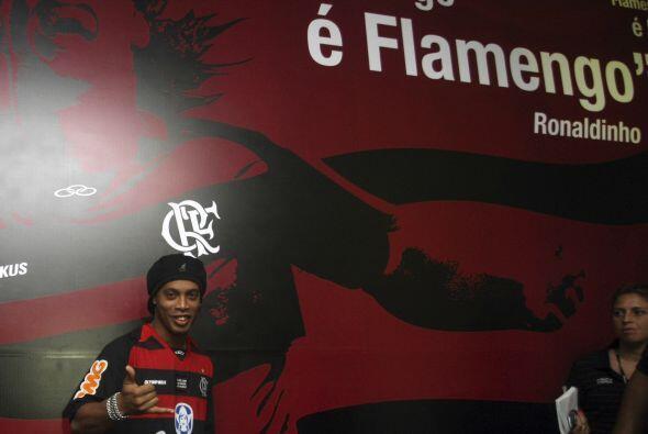 Volvió Ronaldinho tras una década de jugar en Europa, el recibimiento fu...