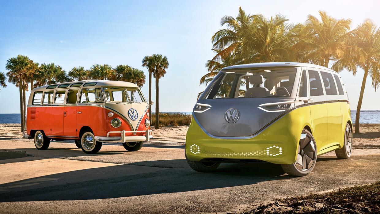 El Volkswagen Microbus original y el Volkswagen I.D. Buzz concept de 2017