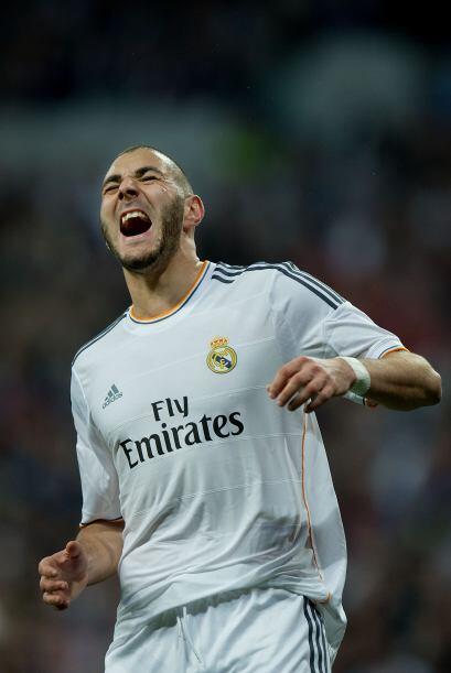 Benzema (9): Marcó dos goles, fue un incordio constante para el Barcelon...