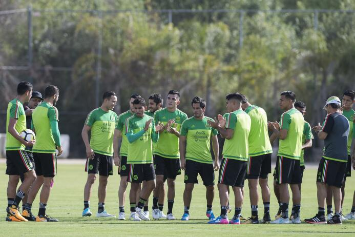 Así prepara Osorio al 'Tri' en los entrenamientos ante su ausencia en Co...