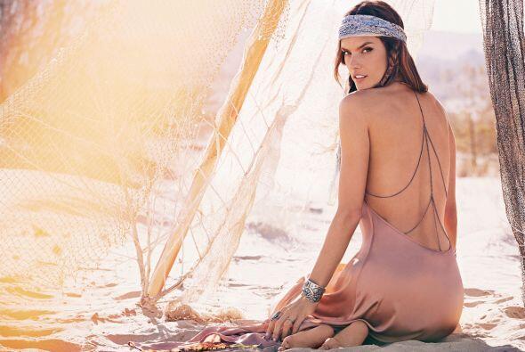 Alessandra AmbrosioEs capaz de explotar su faceta dulce igual que la sen...