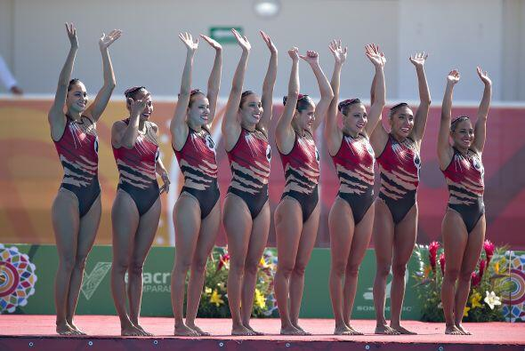 La selección mexicana de nado sincronizado culminó invicta...