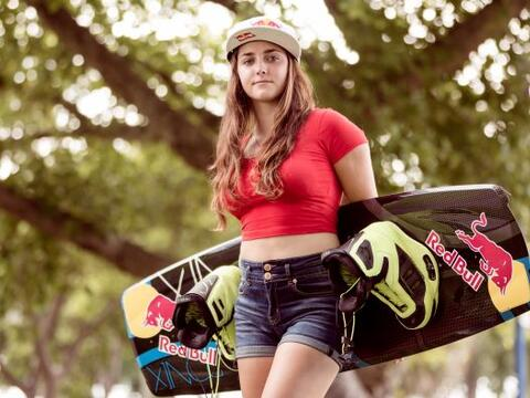 Larisa es la nueva estrella en ascenso del Wakeboard. Logró titul...