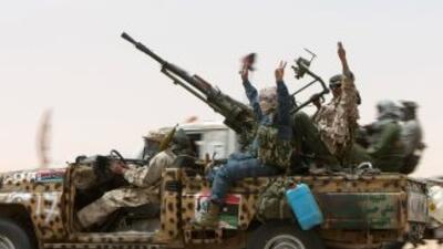 Fuerzas rebeldes celebran en Misrata.