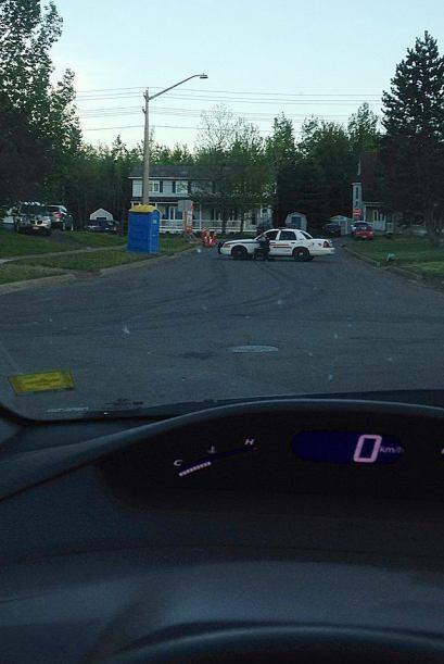 Centenares de agentes de Policía buscan  en un barrio de la local...