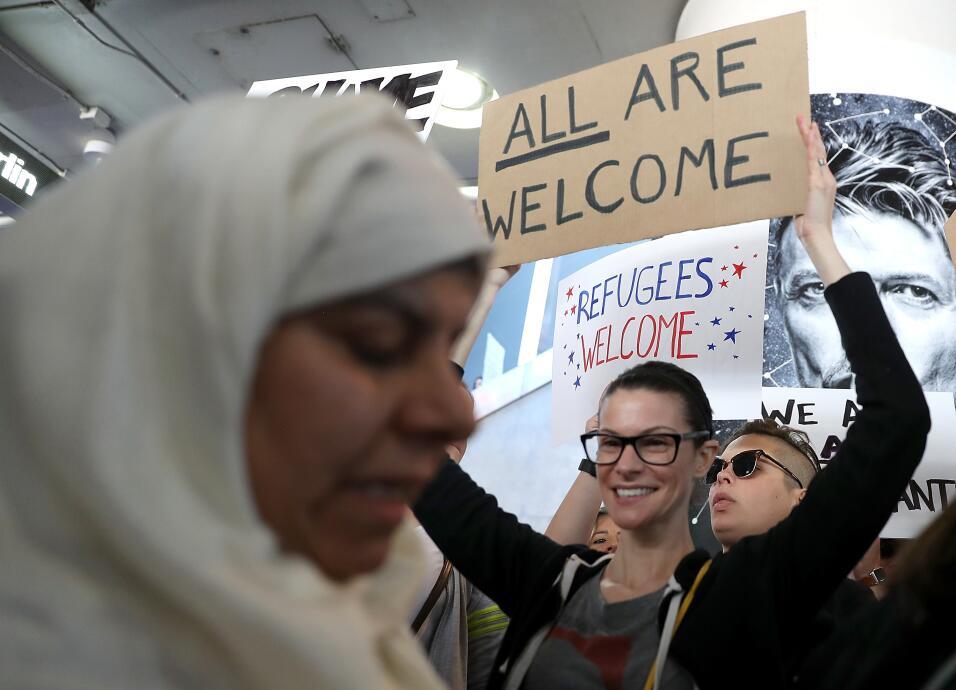 Asesora de Trump inventa una masacre para justificar medida migratoria c...