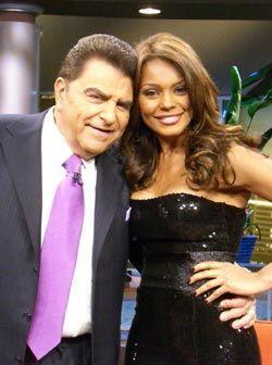 Ilia Calderón, la presentadora de Primer Impacto, co anima el programa c...
