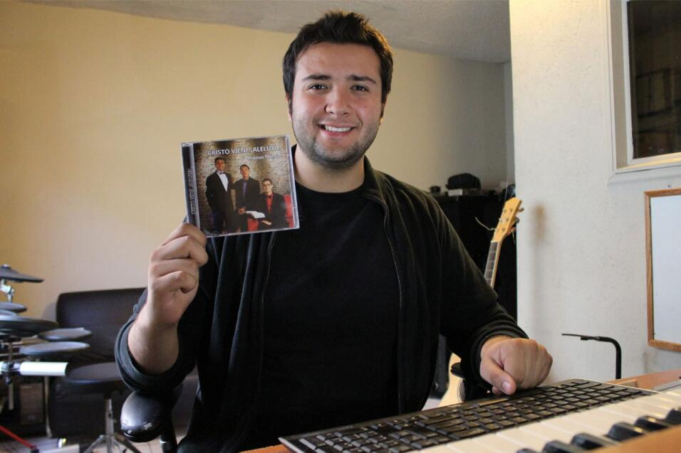Compositor Tony Cobián.