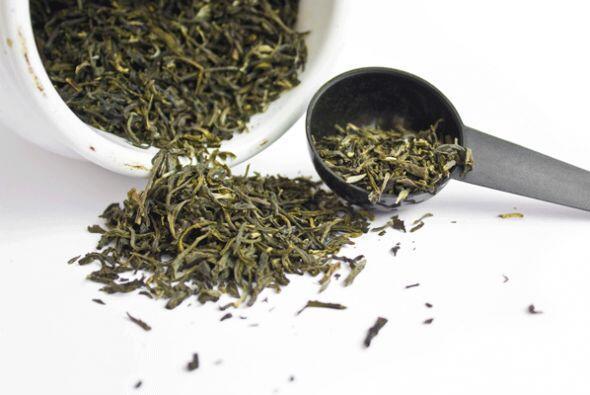 El té verde ayuda a contraer la inflamación.