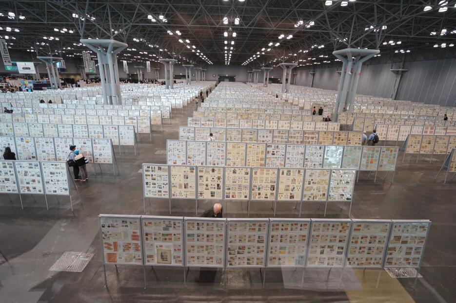 Hay más de 4,000 marcos de exhibición de colecciones de estampillas.