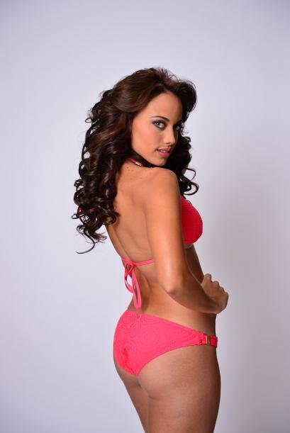 Muchos caballeros babearon gracias a las curvas boricuas de Catherine Ca...