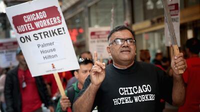 Trabajadores de siete hoteles de Chicago ponen fin a la huelga tras lograr acuerdo