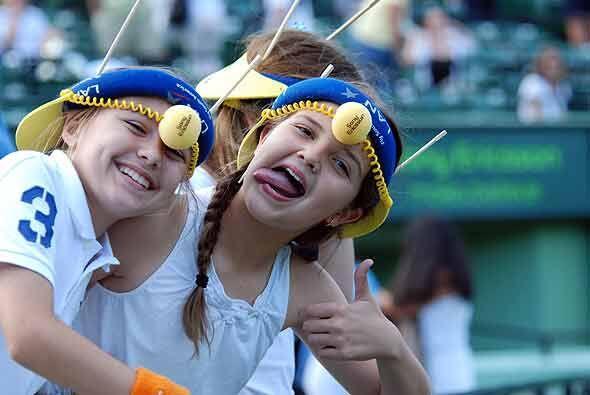 Estas chicas siguieron de cerca la actuación de Nalbandian y se fueron f...