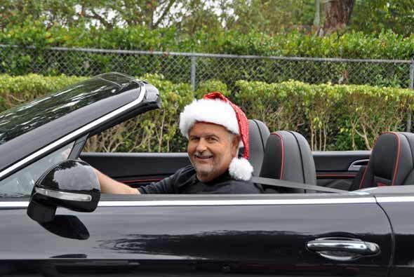 Y para estar de acuerdo con la época, Raúl se quiso disfrazar como Santa...