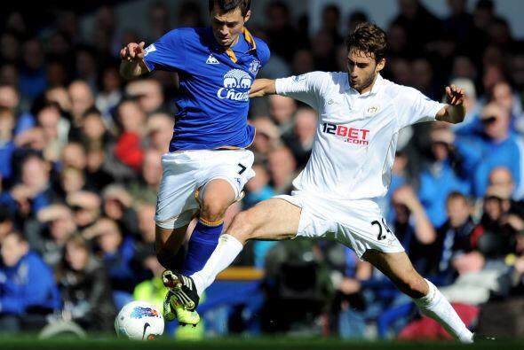 Everton y Wigan protagonizaron un intenso partido.